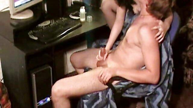 Kleine Laune im Umkleideraum amateure pornofilme